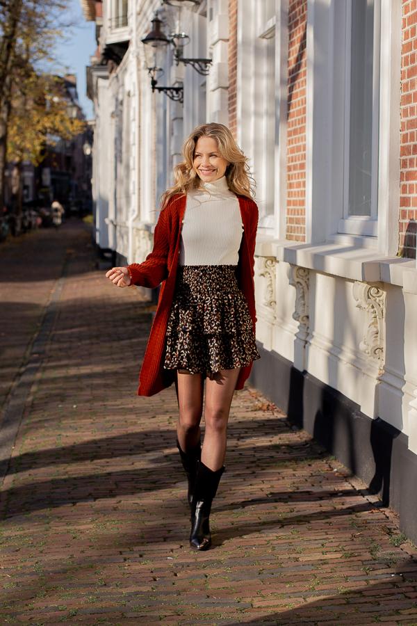 Amy-leopard-skirt-2