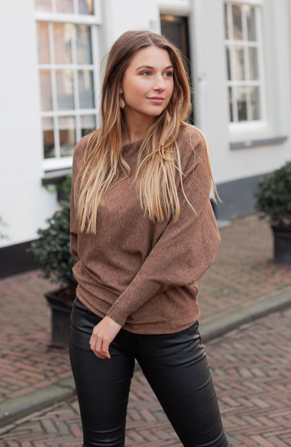 Debby-Sweater-Cognac-1