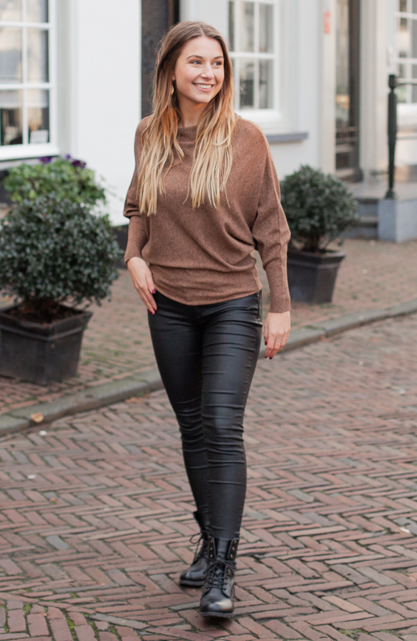 Debby-Sweater-Cognac-2