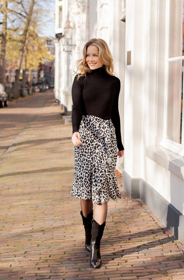 Emily-leopard-skirt-2
