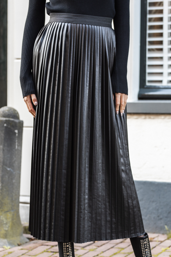 Mae-Leather-Skirt-Black-2'