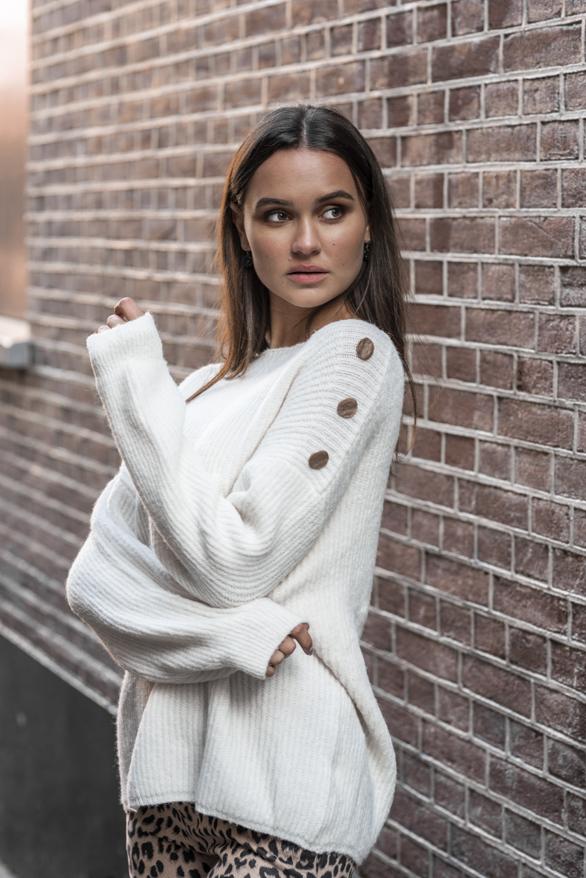 Silva-Button-Sweater-Creme-1'