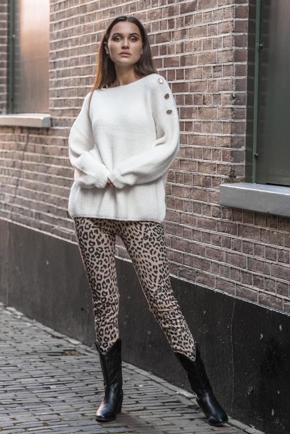 Silva-Button-Sweater-Creme-2